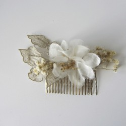 Comb with golden leaves and ivory silk flowers