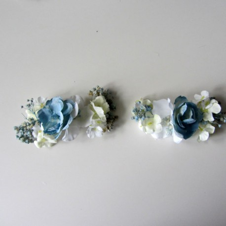 Dos pasadores de flores azul empolvado para comunion y arras