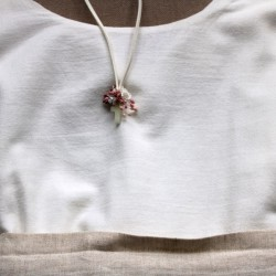 Small cross nacre with white and pink flowers