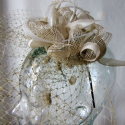 Litter cap and veil in gold